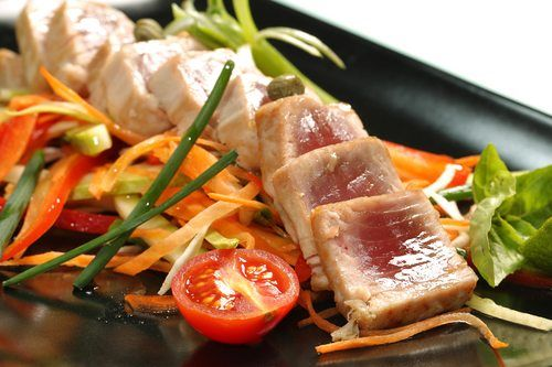 Seared tuna and vegetables